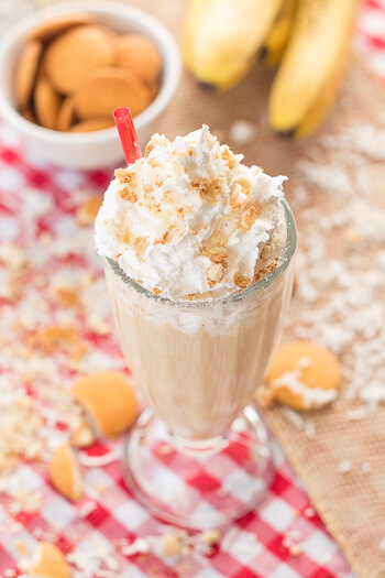 An easy protein packed banana cream pie shake that is perfect for breakfast. Filled with creamy greek yogurt and banana chunks.