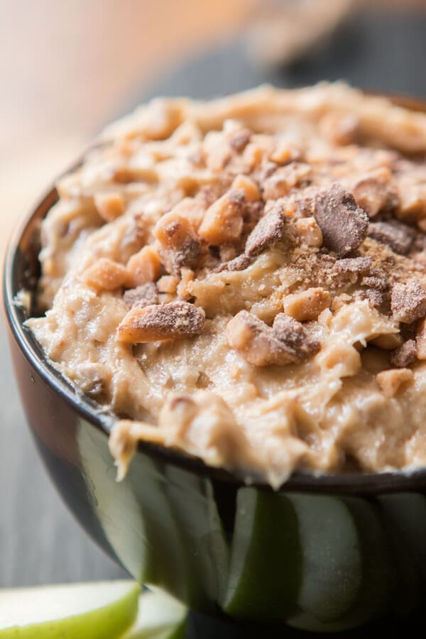 A classic, one that never gets old, toffee apple dip. Creamy dip full of brown sugar and little bits of milk chocolate toffee. It's apple's best friend. ohsweetbasil.com