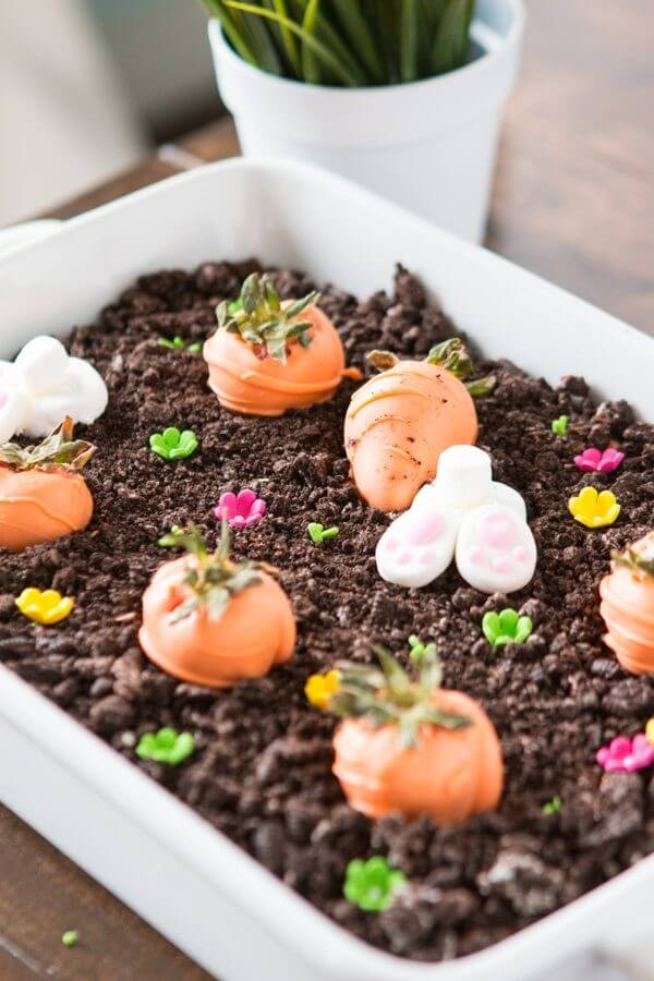 The dreamiest no bake chocolate oreo bunny garden dessert for Easter! It's so easy that even the kids can make it! so yummy!
