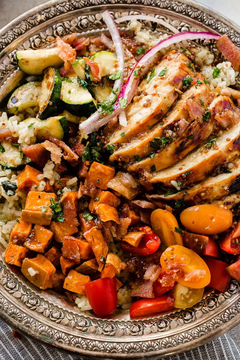 Need recipes for holiday leftovers, but also need quick and easy healthy recipes? Sweet honey mustard chicken with spinach and artichoke rice bowls are it! ohsweetbasil.com