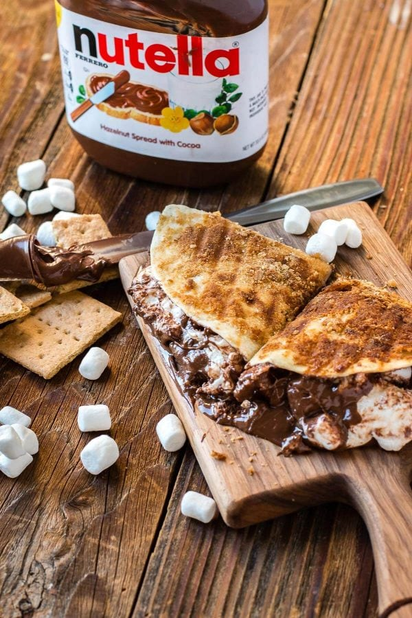 Take a simple tortilla and turn it into dessert by stuffing it full of chocolate and marshmallows and a brown sugar graham cracker crust! ohsweetbasil.com