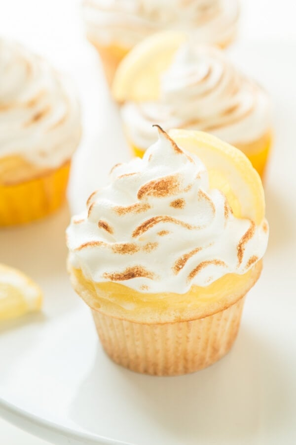 Is there anything in the world better than lemon flavor during the summer? These lemon meringue cupcakes scream sunshine!