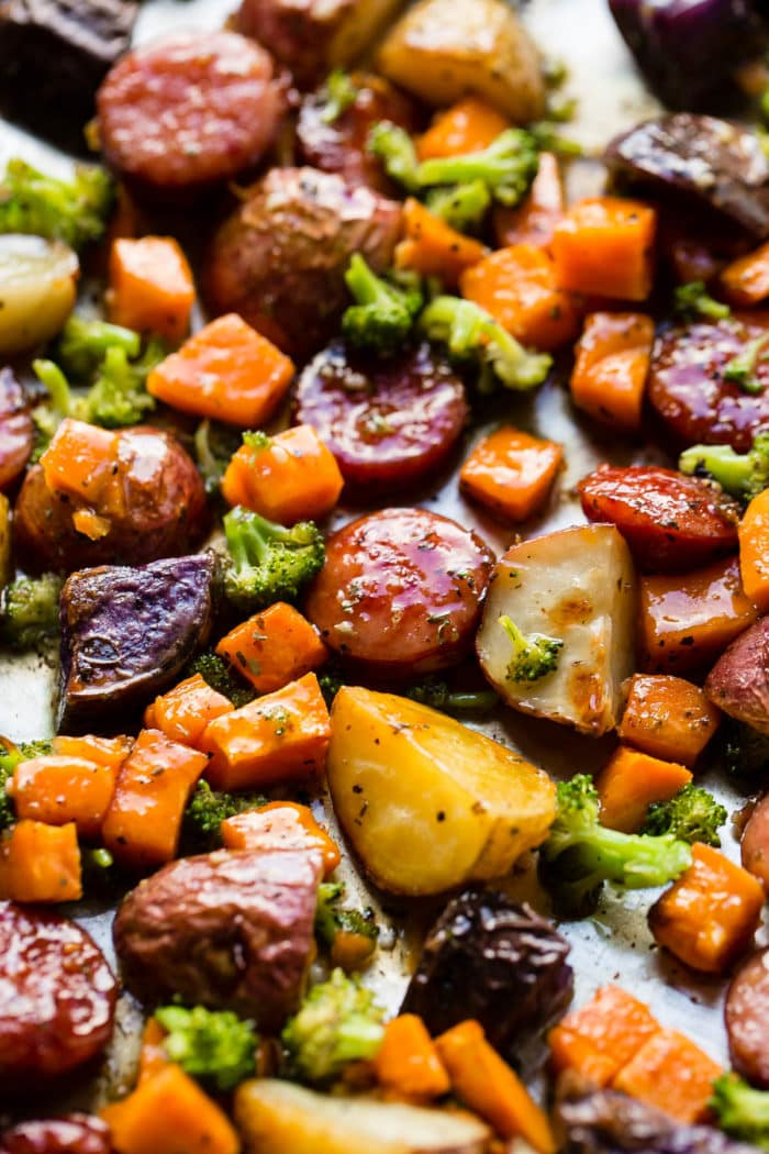 Need a dinner recipe in under 30 minutes? This one pan honey garlic kielbasa with potatoes and broccoli is one of our favorites all year round! ohsweetbasil.com