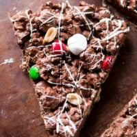 There's such an amazing air about the holidays, but it's also way too busy. This year choose to cut out the crazy and make this quick and easy m&m chocolate pizza. ohsweetbasil.com