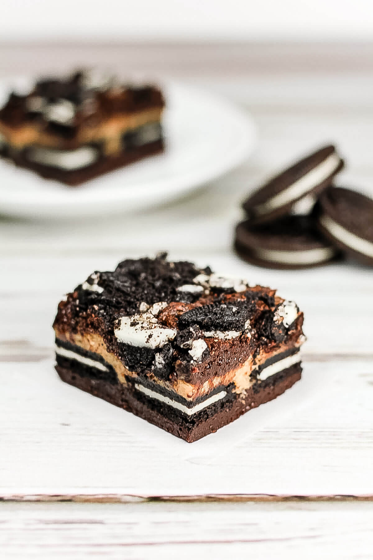 These peanut butter cheesecake Oreo brownies have five layers of brownie, cheesecake, and cookies. And they promise to be out of this world good!