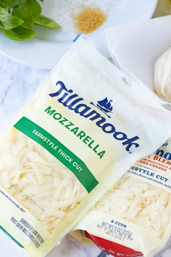 A picture of a package of Tillamook mozarella cheese used for grilled pizza.