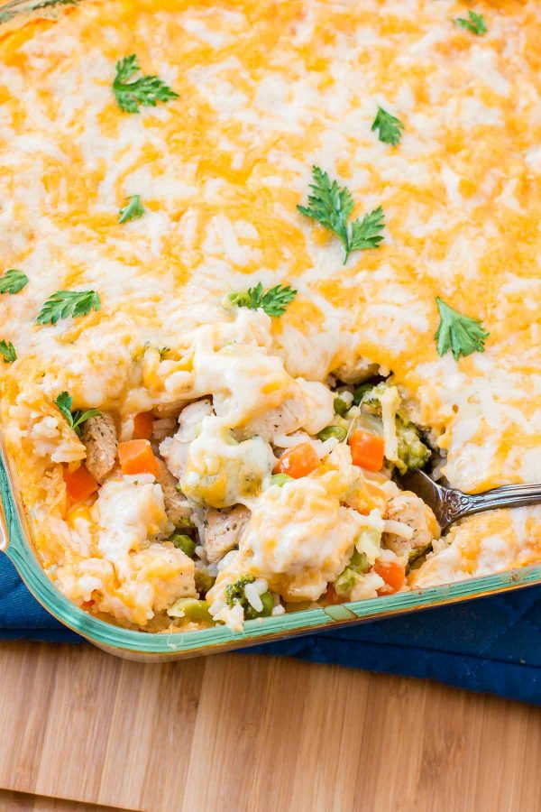 Quick and easy cheesy chicken and rice casserole with veggies! ohsweetbasil.com