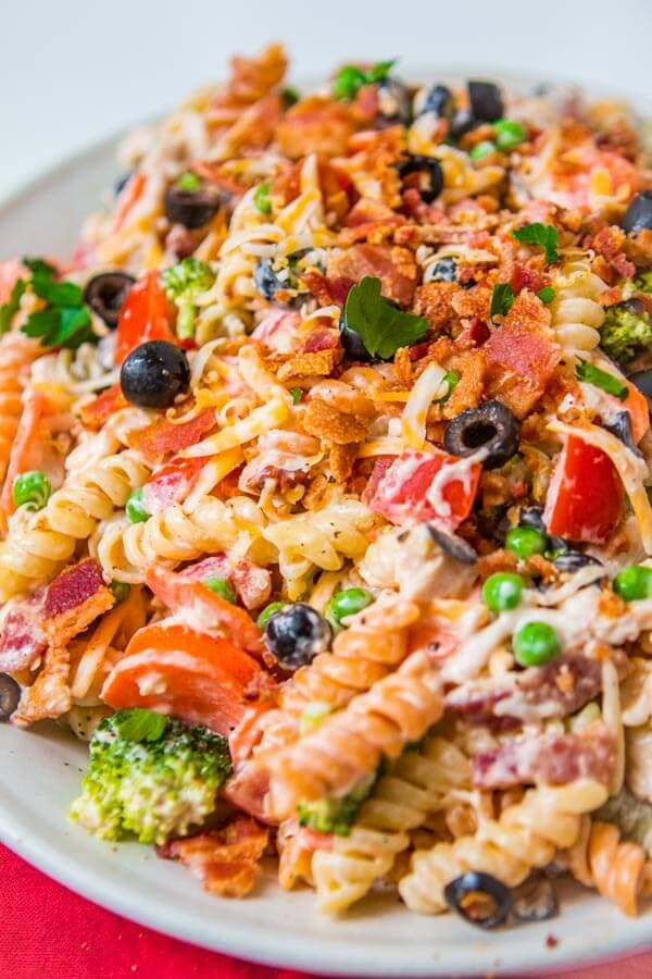 Looking for an easy pasta salad recipe for a bbq? This easy bacon chicken ranch pasta salad is seriously one of my favorite side dish recipes for potlucks!