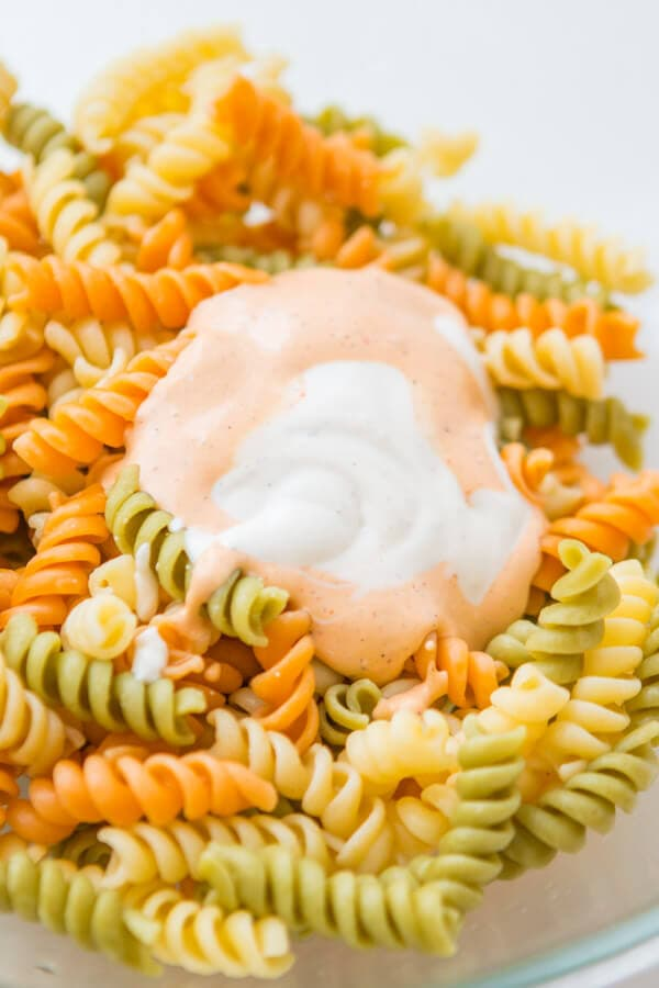 Looking for an easy pasta salad recipe for a bbq? This easy bacon chicken ranch pasta salad is seriously one of my favorite side dish recipes for potlucks! ohsweetbasil.com