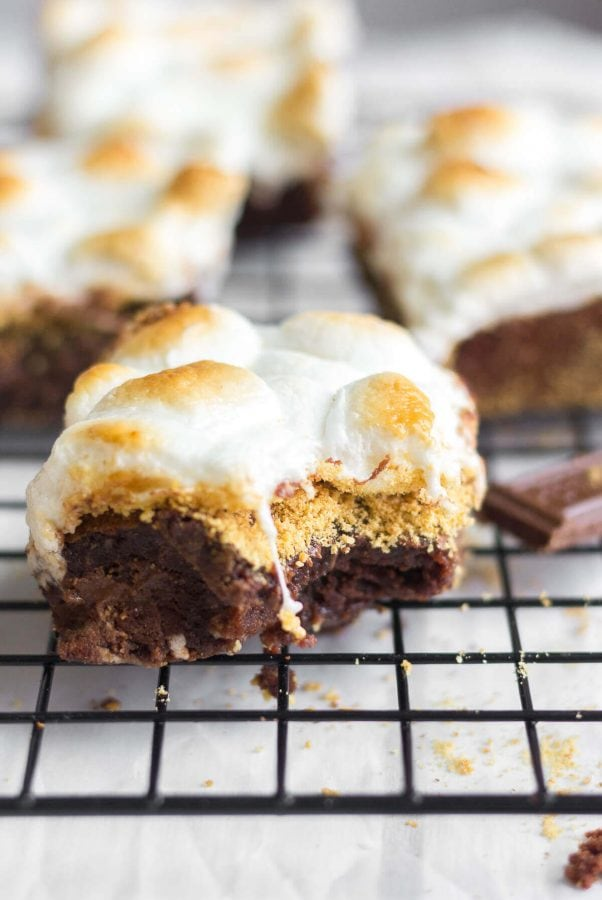 s'mores brownies that are pretty much the best think you'll eat all summer. ohsweetbasil.com
