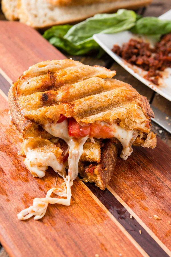 Sun dried Tomato Pesto Panini, my cure for when you feel like you're in a rut with lunch and dinner. Sun dried tomato pesto and lots of gooey mozzarella!